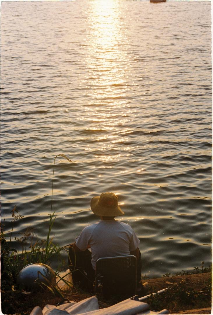 Ngồi câu bên hồ Tuyền Lâm